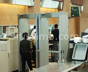 Braccialetti con elettroshock per i passeggeri degli aerei